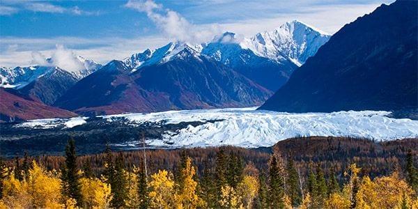 lodge-near-matanuska-glacier-in-alaska